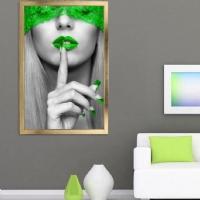Sus Yapan Kadın Yeşil Renk Çerçeveli Kanvas Tablo