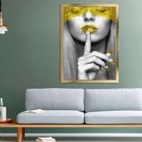 Sus Yapan Kadın Sarı Renk Kanvas Çerçeveli Tablo