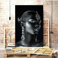 Takılı Siyahi Kadın Kanvas Tablo
