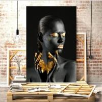 Elinde Kelebek Siyahi Kadın Kanvas Tablo.