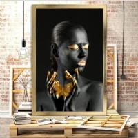 Elinde Kelebek Siyahi Kadın Çerçeveli Kanvas Tablo.
