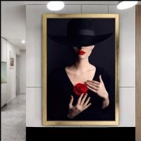 Siyah Şapkalı Kırmızı Güllü Çerçeveli Kanvas Tablo