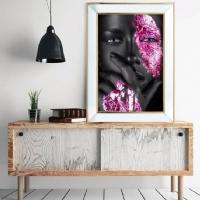 Aynalı Gold Düşünen Siyahi Kadın Pembe Renk Kanvas Tablo
