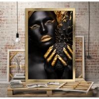 Afrikalı Kadın Sol Elinde Ananas Çerçeveli Kanvas Tablo