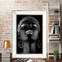 Aynalı Gold Çerçeveli Gümüş Küpeli Siyahi Kadın Kanvas Tablo